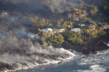 ภูเขาไฟ\'คิลาเว\'ในฮาวายยังไม่สงบ ปะทุนาน1เดือนลาวาผลาญบ้านกว่า600หลัง (ประมวลภาพ)