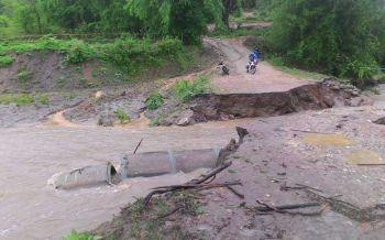 น้ำป่าซัดหลายหมู่บ้าน'อมก๋อย' ถนนพังถูกตัดขาดโลกภายนอก นร.ขาดแคลนอาหาร