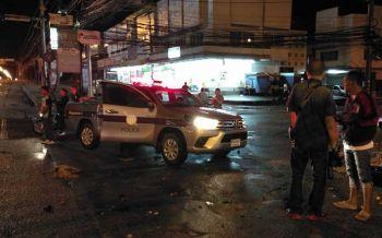 คนขับรถ ผกก.สภ.โป่งน้ำร้อน  ฝ่าไฟแดงถูกกระบะชนพังยับเจ็บ2