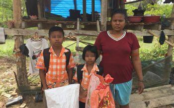 2หนูน้อยเมืองคอนถูกพ่อทิ้งอยู่กับแม่ลำพัง วอนผู้ใจบุญช่วยให้ที่ซุกหัวนอน