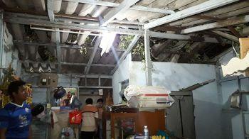 หนีตายกลางความมืด! พายุถล่มชุมชนคลองสองพี่น้องเสียหายกว่า 10 หลังคาเรือน
