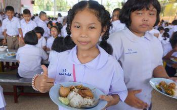 สุดยอด ร.ร.ตัวอย่าง! จัดระเบียบอาหารกลางวันเด็ก นร.มีเงินเหลือ 2 ล้านต่อปี