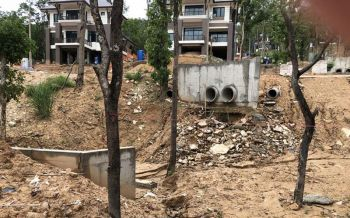 แฉจะจะ! น้ำเสียบ้านป่าแหว่งปล่อยลงห้วยต้นน้ำ ไหลผ่านตัวเมืองเชียงใหม่ (ชมคลิป)