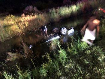 หนุ่มขับแบ็กโฮเมืองคอนซิ่งกระบะฝ่าพายุฝนถนนลื่นแหกโค้งพลิกคว่ำตกคูน้ำดับคาซากรถ