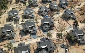 คนเชียงใหม่บุกศาล ทวงสัญญาส่งมอบ \'ป่าแหว่ง\'  ฮึ่มยึกยักนัดชุมนุมใหญ่ 30 มิ.ย.