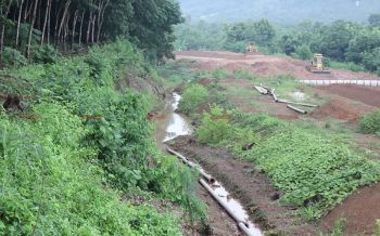 โครงการวางท่อระบายน้ำงบ8ล้านวางทิ้งเกลื่อน ผ่านมา2ปีน้ำไม่ไหลสักหยด!