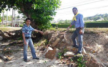 คลื่นซัดหาดเกาะกวาง ตลิ่งพังเสียหายกว่า800เมตร บางจุดเกือบถึงถนน