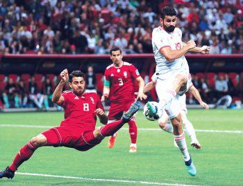 สเปนรับหืดจับก่อนคว่ำอิหร่าน ฟีฟ่าปรับเงินจังโก้หลังแฟนบอลเหยียดเพศ