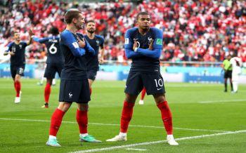 ประวัติศาสตร์ชาติ!\'เอ็มบัปเป้\'ซัดชัยนำไก่จิกเปรู1-0 ขึ้นแท่นแข้งเด็กสุดฝรั่งเศสยิงได้ในบอลโลก