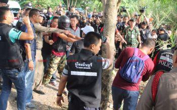 หวิดรุมประชาทัณฑ์มือฆ่าหั่นศพ! ชาวบ้านตะโกนให้ประหารชีวิตตายตกตามกัน