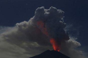 ภูเขาไฟ\'เกาะบาหลี\'ปะทุครั้งใหม่ ปิดสนามบินชั่วคราว-กระทบผู้โดยสาร8พันคน