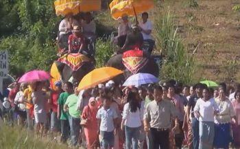 ฮือฮา! ผู้ใหญ่บ้านเมืองคอนจัดงานบวชหลานอลังการ ช้าง2เชือกนำขบวนแห่-ดนตรีกลองยาวสุดคึกคัก