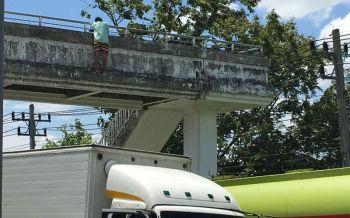 สาววัย21ปีน้อยใจสามี! คิดสั้นกระโดดสะพานหน้ารพ. โชคดีจนท.คว้าช่วยทัน