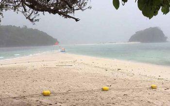 กระบี่ปักธงแดง เตือน!! นักท่องเที่ยวห้ามลงเล่นน้ำ\'เกาะพีพี\'
