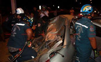 พ่วง18ล้อขนข้าวเปลือกเสียหลักชนรถติดไฟแดง3คันรวดเจ็บ9ราย