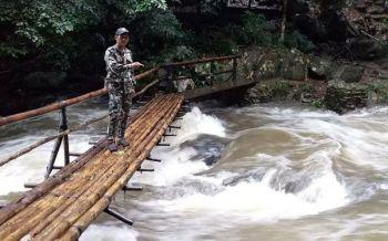 ประกาศปิดการท่องเที่ยวน้ำตกป่าละอูชั่วคราวน้ำป่าไหลทะลัก
