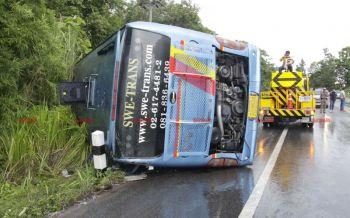 รถทัวร์นักท่องเที่ยวฝรั่งเศสพลิกคว่ำที่เชียงราย เจ็บ26ราย