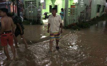 ฝนถล่มกระบี่นาน3ชม.ส่งผลน้ำเอ่อท่วมบ้านเรือนประชาชน