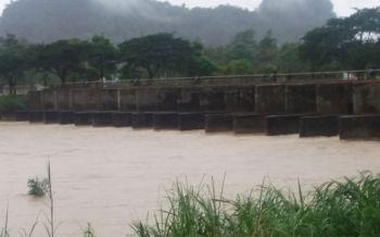 เตือนปชช.3หมู่บ้านเฝ้าระวังน้ำป่าไหลหลาก หลังระดับน้ำ\'แม่น้ำพังงา\'เพิ่มสูงขึ้นอย่างต่อเนื่อง