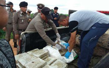 คนร้ายหลบจุดตรวจตำรวจโคราช ทิ้งรถหนีพบกัญชาอื้อเกือบ600โล