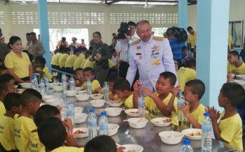 ร.10พระราชทานเลี้ยงอาหารแก่สถานสงเคราะห์เยาวชนมูลนิธิมหาราช