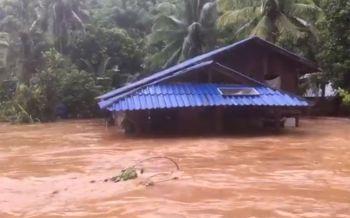 สังขละบุรีอ่วม! น้ำป่าทะลักท่วม3หมู่บ้านสูงกว่า1เมตร สั่งอพยพชาวบ้าน (ชมคลิป)