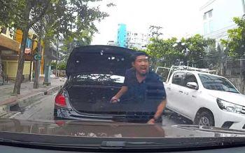 ไม่รอลงอาญา! ศาลสั่งจำคุก หนุ่มขับเก๋งหัวร้อนชักมีดขู่ผู้หญิงกลางถนน