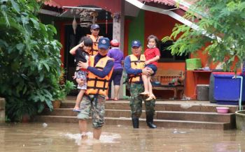 กองทัพไทยเร่งบรรเทาและให้ความช่วยเหลือผู้ประสบอุทกภัยทุกพื้นที่จากฝนตกหนักอย่างต่อเนื่อง