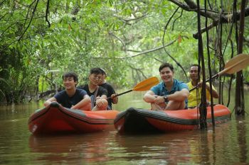 สมุดโคจร On The Way พาตะลุยดินแดนป่าอเมซอน  แห่งคลองสังเน่ห์ จ.พังงา