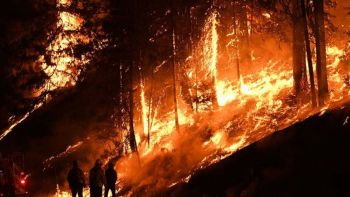 ไฟป่า\'แคลิฟอร์เนีย\'ยังลุกโหมรุนแรง ผลาญบ้าน1พันหลัง-รวมพื้นที่กว่า3แสนไร่ (ประมวลภาพ)