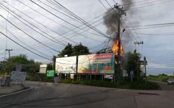ไฟไหม้สายสื่อสารกลางเมืองพิษณุโลก ทำชั่วโมงเร่งด่วนรถติดหนึบ