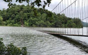 นักท่องเที่ยวเซ็ง!ระดับน้ำท่วมสะพานแขวนแก่งกระจานแล้ว