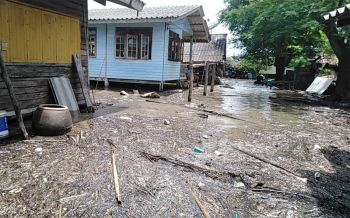 ชาวบ้านริมชายฝั่งกระบี่แตกตื่น ปรากฏการณ์ประหลาดน้ำทะเลสูงผิดปกติ