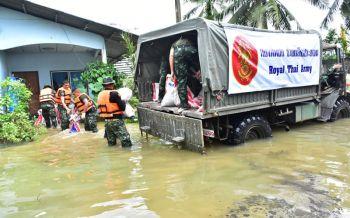 \'บิ๊กป้อม\'ขอบคุณจนท.เกาะติดช่วยเหลือผู้ประสบภัยน้ำท่วม