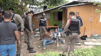 ตร.สมุยบุกจับหนุ่มเมายาเสพติด ยึดอาวุธปืนและอุปกรณ์เสพยาเสพติด