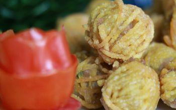 สืบสาน'อาหารว่าง'โบราณ รักษ์วัฒนธรรมไทย พิษณุโลกจัดประกวดทำ'หมูโสร่ง'