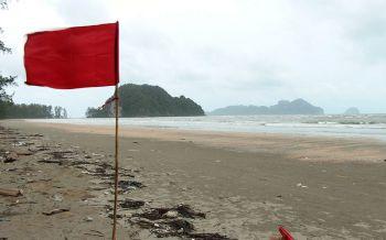 ฝนกระหน่ำตรังหนัก!ปักธงแดงเตือนห้ามลงทะเล ผู้ว่าฯแจ้งระวังน้ำท่วมฉับพลัน