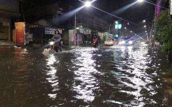 ฝนตกหนักน้ำท่วมเทศบาลเมืองหนองคาย เร่งระบายลงโขง