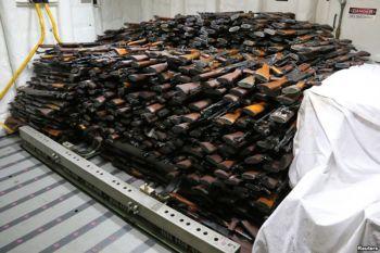 นาวี\'สหรัฐ\'สกัดเรือขนอาวุธในอ่าวเอเดน ยึดปืน1,000กระบอก-คาดส่ง\'เยเมน\'