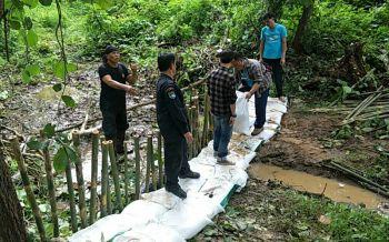 ป่าไม้แม่ฮ่องสอนรวมพลังสร้างฝายชะลอความชุ่มชื้น กักเก็บน้ำใช้หน้าแล้ง
