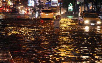 มรสุมเล่นงาน\'พัทยา\'อ่วม! น้ำท่วมขังหลายจุด-การจราจรติดขัดทั่วเมือง