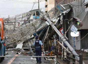 \'ไต้ฝุ่นเชบี\'ถล่ม\'ญี่ปุ่น\'อ่วม มีผู้เสียชีวิตแล้ว2รายบาดเจ็บกว่า126คน (ประมวลภาพ)