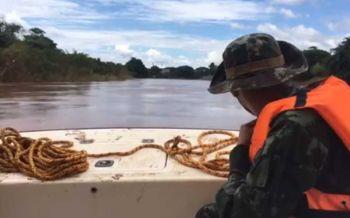 กระจายกำลังค้นหา! 3พลทหารสูญหายเรือพายล่มกลางแม่น้ำน่าน (ชมคลิป)