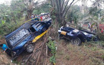 พิษฝนถล่มหนัก! กระบะซิ่งเสียหลักชนรถสองแถวรับ-ส่งนักเรียนเจ็บระนาว12ราย