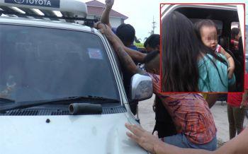 อย่าชะล่าใจ! กู้ภัยฯเร่งช่วย2หนูน้อยติดอยู่ในรถ หลังแม่สตาร์ทเครื่องทิ้งไว้ลงไปจ่ายตลาด