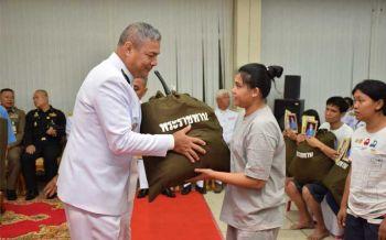 ร.10มอบถุงพระราชทานแก่ผู้ประสบอัคคีภัยชุมชนตากสินสัมพันธ์ เขตธนบุรี