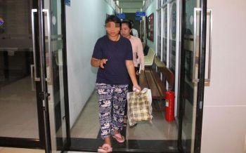 ศาลให้ประกัน 2 แสน สาวแจกเสื้อสหพันธรัฐไท