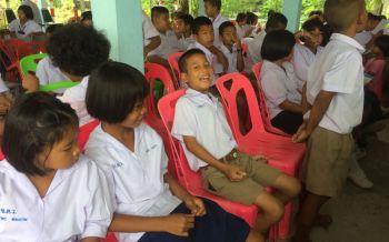 สุรินทร์จัดโครงการ\'นักเรียนไทยไม่ยุ่งยาเสพติด\' เดินสายตามร.ร.ให้ความรู้แก่เยาวชน