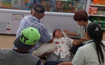 ชื่นชม! พนักงาน7-11ช่วยปฐมพยาบาลป้าขายกล้วยปิ้งก่อนส่งรพ.