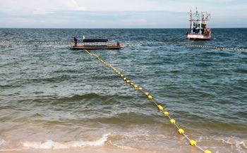 สกัด'ฉลาม'! เทศบาลหัวหินวางตาข่ายป้องกัน นำร่อง'หาดทรายน้อย'